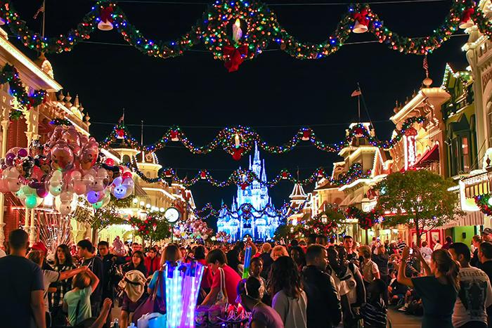 first time corner christmas day at wdw wdw magazine - Disneyworld At Christmas Time