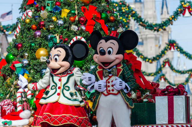 mickey and minnie mouse at christmas Disney Travel Agent