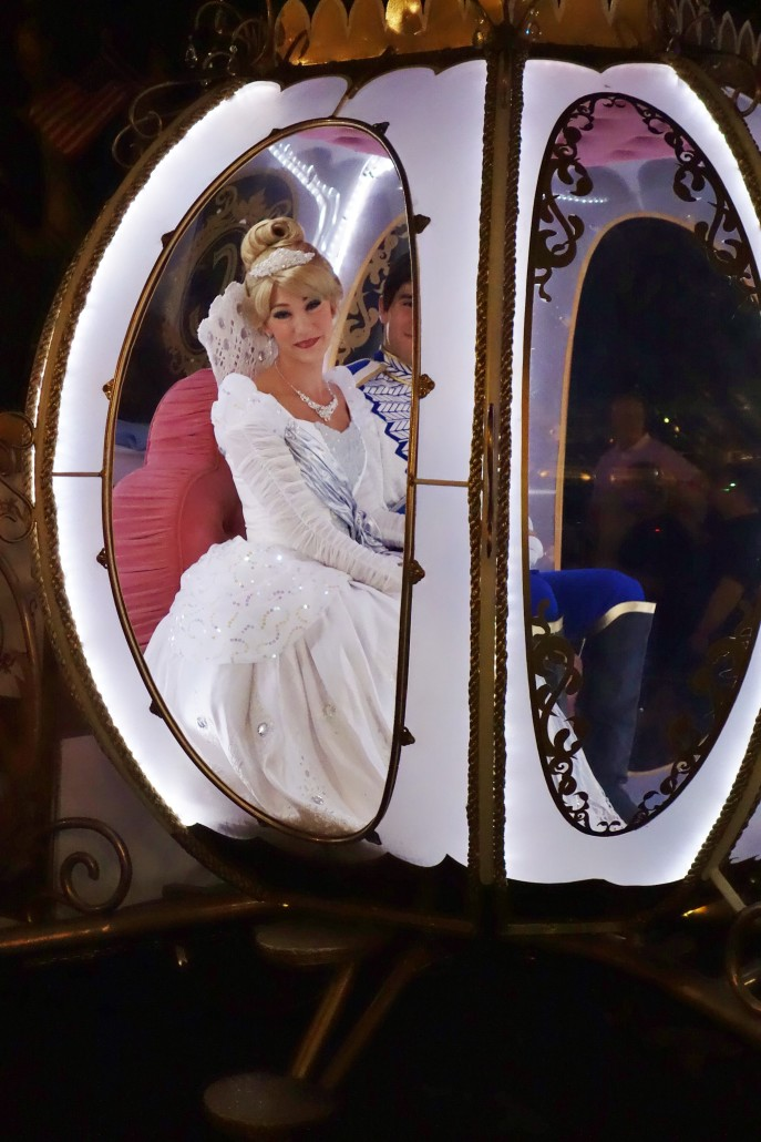 Cinderella appears at Mickey's Very Merry Christmas Party - Photo by Dave Shute