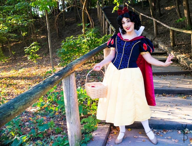 Snow White Cosplay
