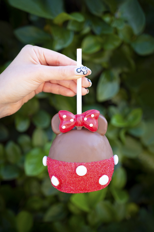 Goofy's Candy Co. Minnie candy apple