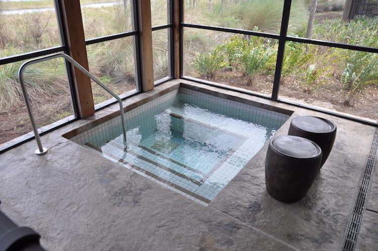 Wilderness Lodge Cascade Cabin spa