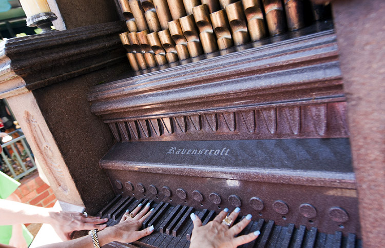 Thurl Ravenscroft Haunted Mansion Organ