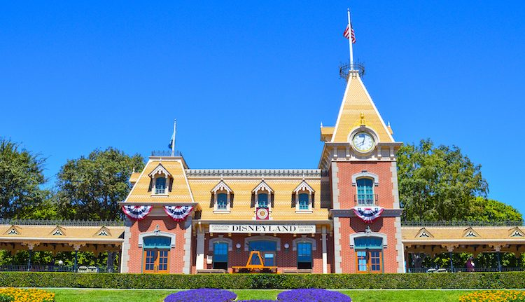 Railroad at Disneyland delays reopening