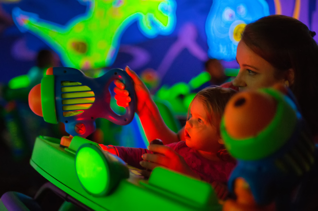 kids on buzz lightyear space ranger spin