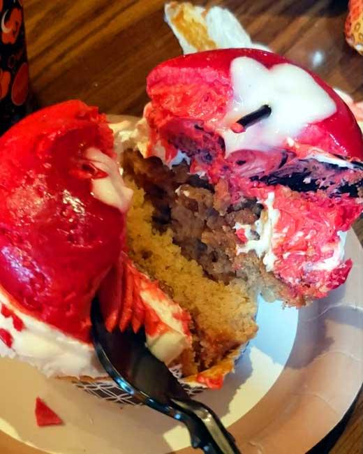 Disney-World-Not-So-Poison-Apple-Cupcake-Blanken