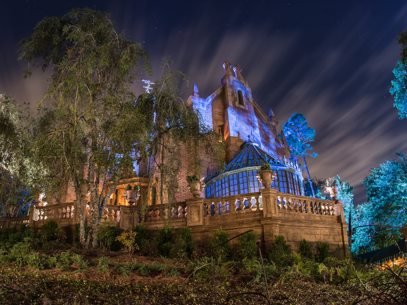 How-Many-Disney-Haunted-Mansions-Featured-Svenson