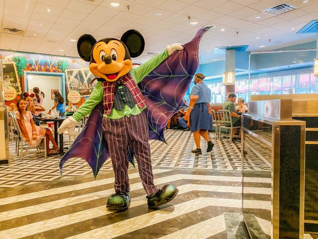 Julie-De-La-Fe-Mickey-Halloween-Dine