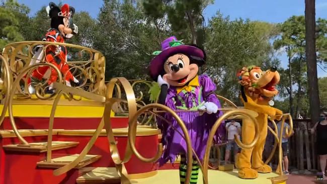 MK-Halloween-Cavalcades-Mickey-Minnie-Pluto-JWL