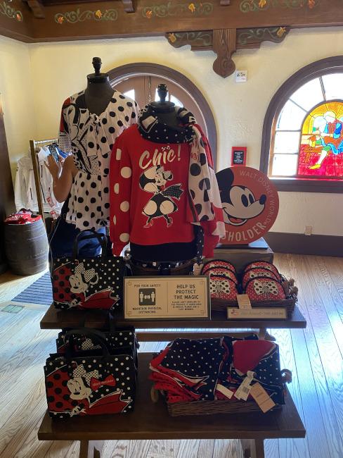 Passholder-pop-up-Disneyland-Paris-Merch-bryce