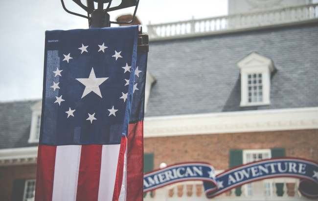 American-Adventure-Facts-Colonial-Flag-Helms