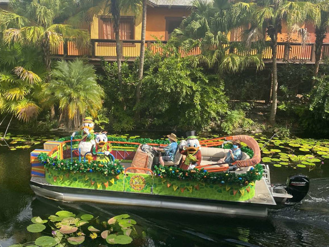 Animal-Kingdom-Festive-Flotillas-Ducks-Long