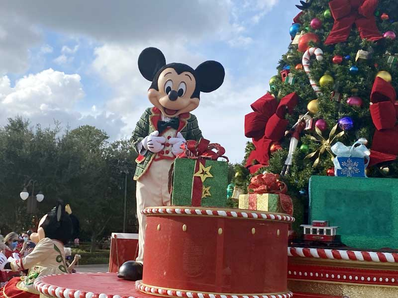 VIDEO: All the Christmas Cavalcades at Magic Kingdom and Viewing Tips