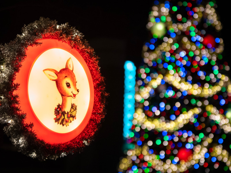 Christmas-Character-Disney-World-Featured-Helms