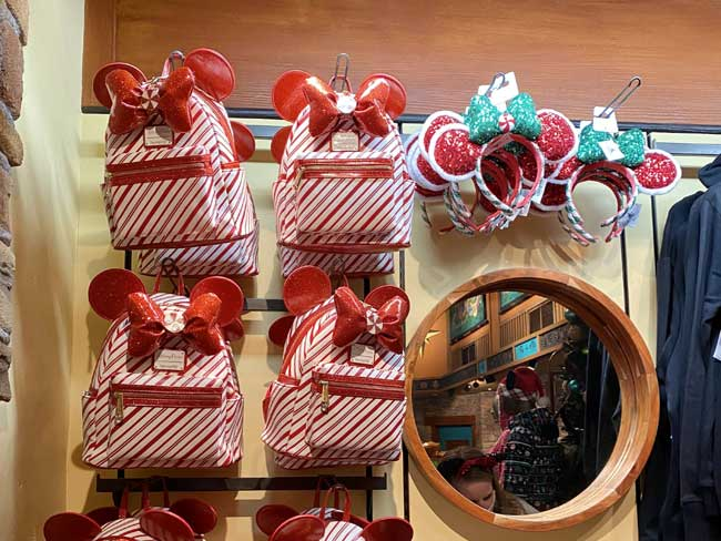 Christmas-at Disney World Merchandise-Animal-Kingdom De la Fe