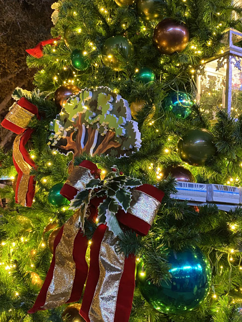 Christmas Tree Stroll Disney Springs Disney parks Tree 2020 de la Fe
