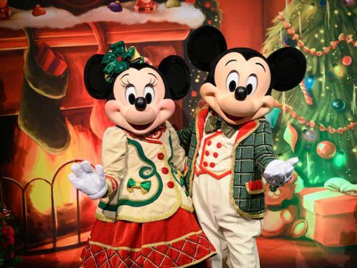 Christmas at Disney World 2020 Mickey Minnie Reynolds