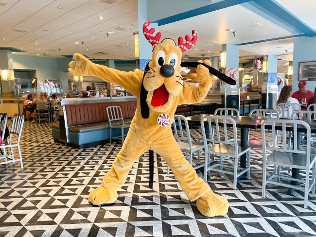 Minnies-Holiday-Dine-Pluto-de-la-Fe