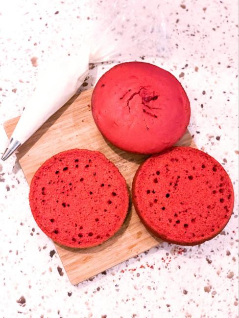 Fluffy red velvet cakes - Disney World Whoopie pie recipe