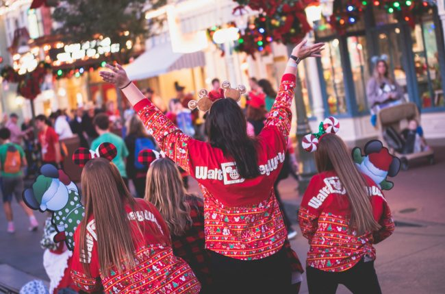 Join the Decorating Disney: Holiday Magic Watch Party