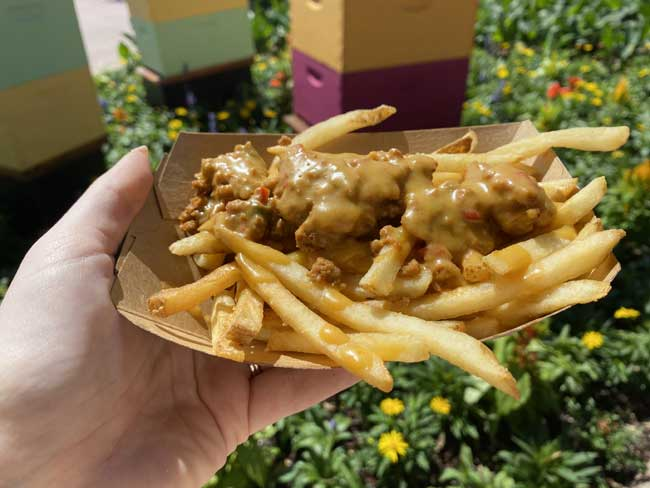 Italian Sausage and Peppers Poutine Review Refreshment Port 2021 EPCOT Flower and Garden Festival Bryce.
