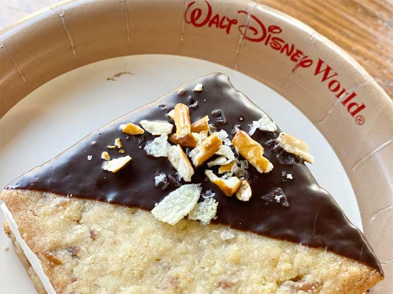 New Snacking Sandwich Cookie Hollywood Studios Disney World Snack de la Fe
