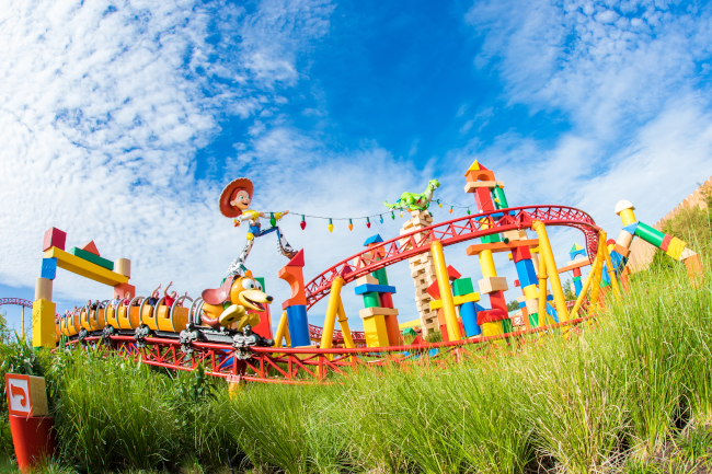 Slinky Dog dashes past Jesse and Rex at Disney's Hollywood Studios what does hollywood studios look like