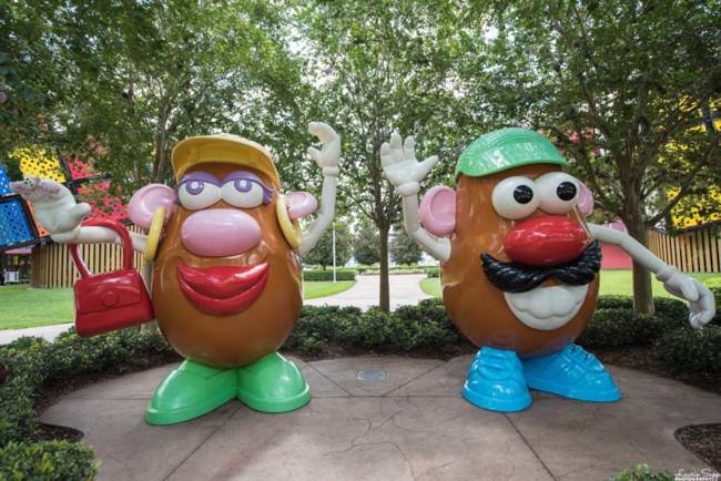 Giant Mr. and Mrs. Potato Head statues at Disney's Pop Century Resort