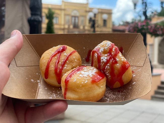 bomboloni at 2021 epcot food and wine festival