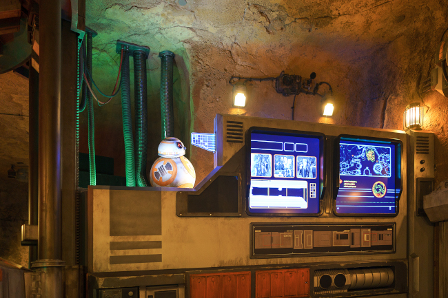 BB8 Peeking to guests during the Rise of the Resistance Pre Show what does disney world look like