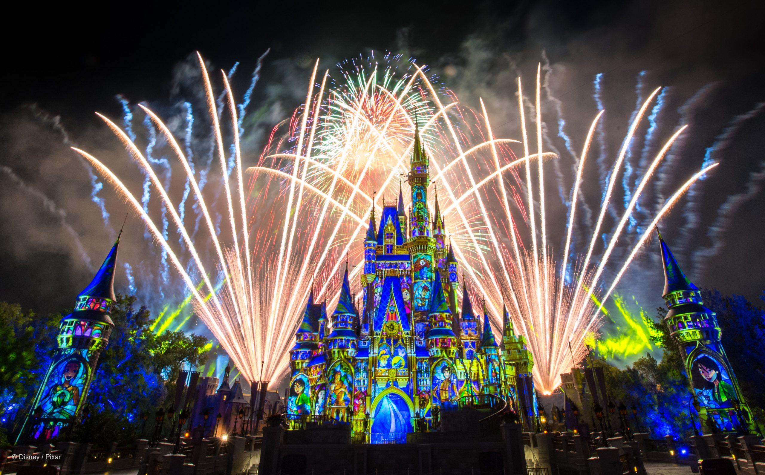 cinderellas-castle-nightly-fireworks-spectacular_disney-parks-blog