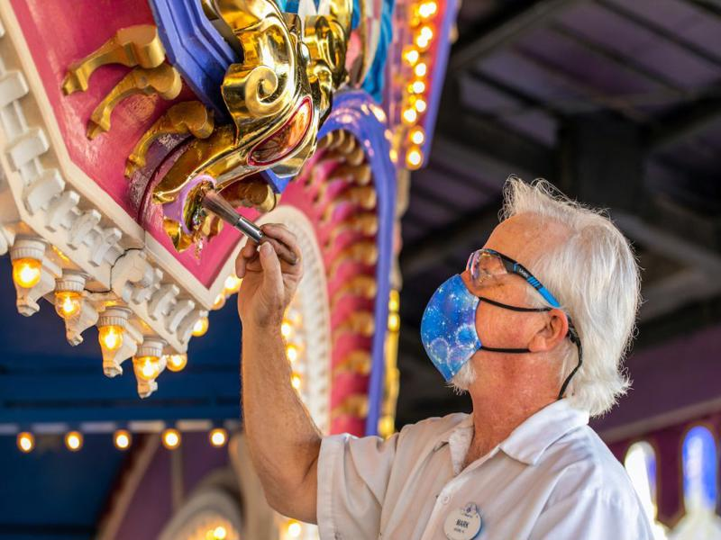 refurbishments-at-the-main-street-confectionary-featured_disney-parks-blog
