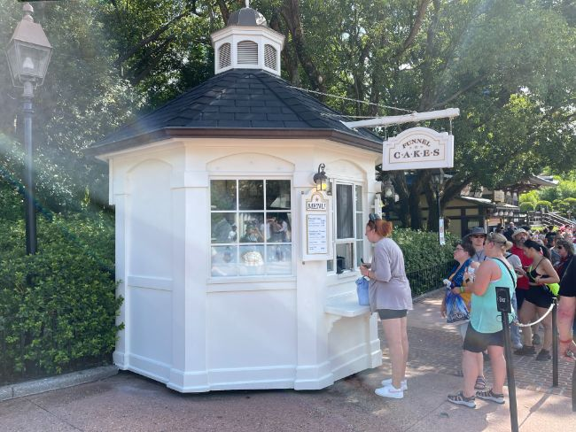 2021-EPCOT-Food-and-Wine-Festival_Funnel-Cake-Booth_Tina-Chiu