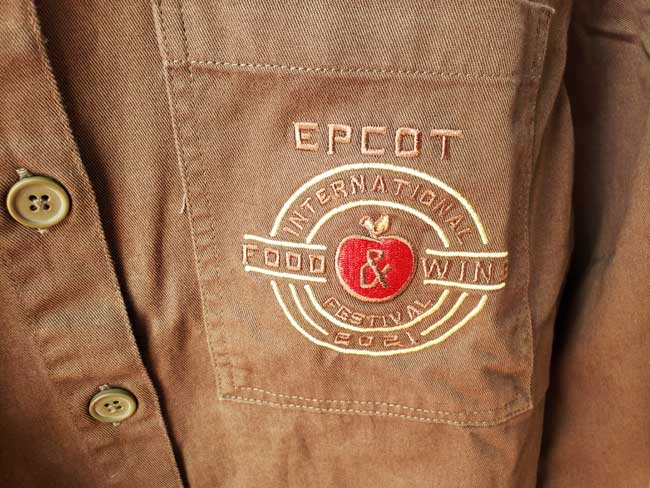 2021-EPCOT-Food-and-Wine-Merch_Mickey_Apple-Orchard_Button-Down-Pocket_Blanken