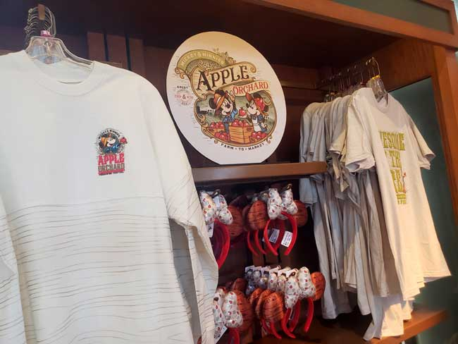 2021-EPCOT-Food-and-Wine-Merch_Mickey_Apple-Orchard_Merch_Blanken