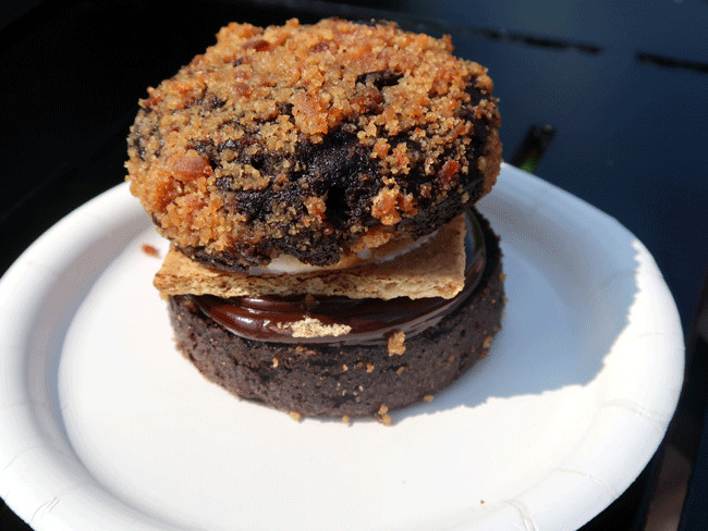 cheapest food at EPCOT Food and Wine festival - smores whoppie pie