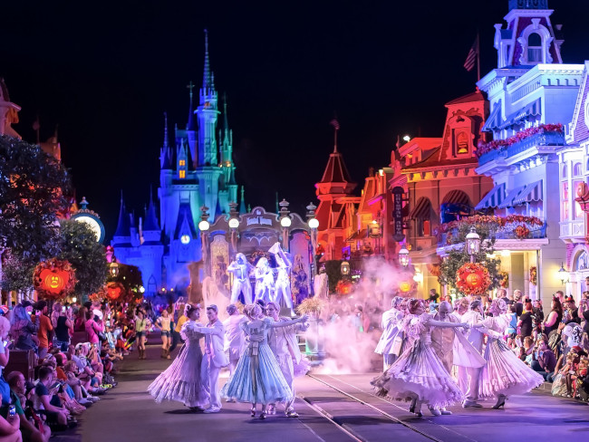 boo-to-you-parade_what-does-disney-world-look-like-at-halloween_helms