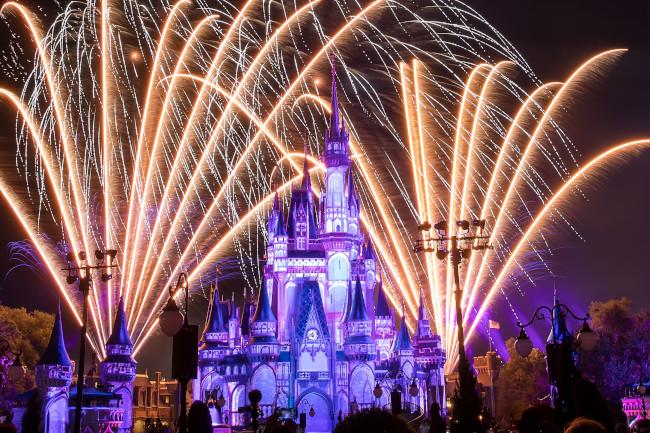 cinderella-castle-nighttime-spectacular_what-does-disney-world-look-like_svenson
