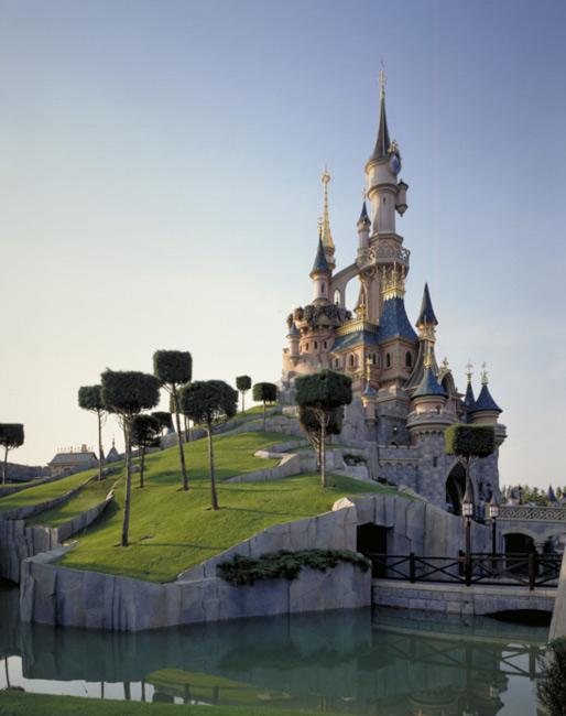 Le-Château-de-la-Belle-au-Bois-dormant_disneyland-paris-castle_disney-castles-photos_dpb