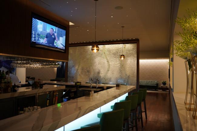 bar-area_steakhouse-71-review_shuster
