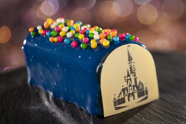 opening-day-celebration-cake_walt-disney-world-50th-anniversary-meny_food-and-drink_disney