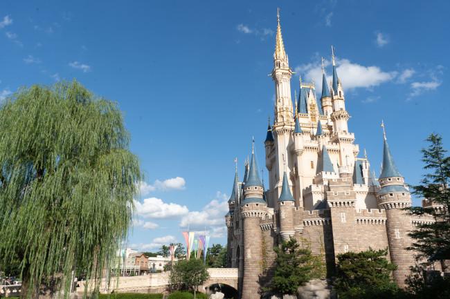 cinderella-castle_tokyo-disneyland-resort_disney-castles-around-the-world_tdr-explorer