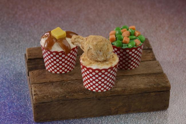 cupcake-fort-chicken-dinner_walt-disney-world-50th-anniversary-meny_food-and-drink_disney