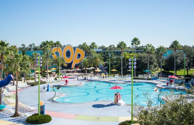 hippy-dippy-pool_stay-at-pop-century-resort_helms