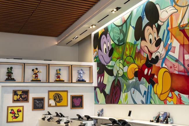 mickey-mouse-artwork_epcot-creations-shop_disney