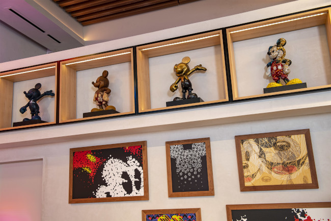 mickey-mouse-statues_epcot-creations-shop_disney