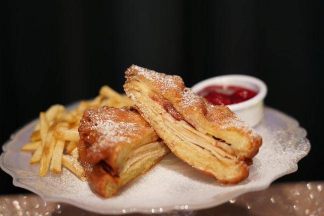 monte-cristo-sandwich_walt-disney-world-50th-anniversary-food_shuster