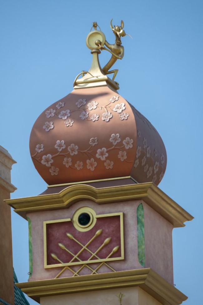 mushu_castle-of-magical-dreams_hong-kong-disneyland_dpb