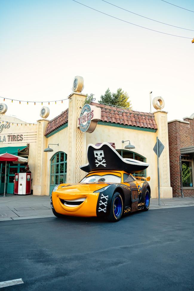2021-oogie-boogie-bash-photo-ops_california-adventure-disneyland-resort_white