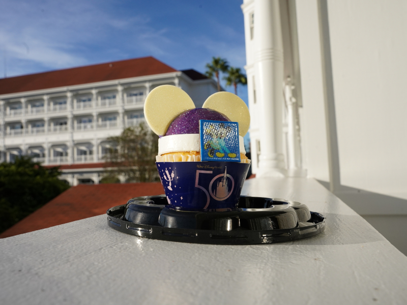 50th-anniversary-mickey-earidescent-cupcake-review_gasparilla-island-grill_grand-floridian_shuster (1)